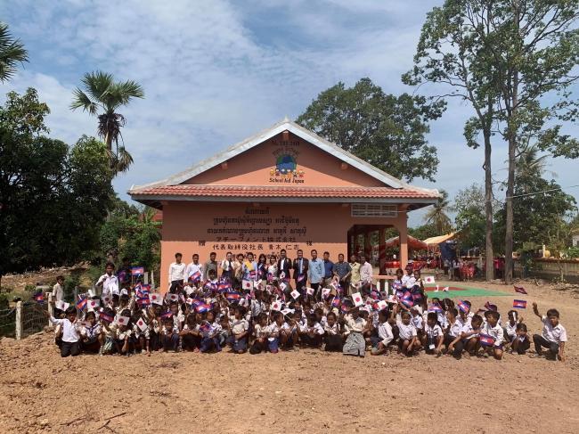 カンボジアの子どもたちの未来を創る、中学校校舎と幼稚園校舎を寄贈